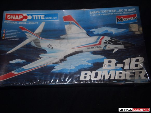 1984 MONOGRAM B-1B BOMBER 1/144 SCALE MODEL KIT SNAP TITE