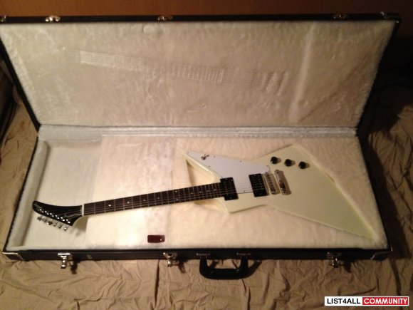 Mint Condition Gibson Explorer (USA) w/hard shell case and all accesso