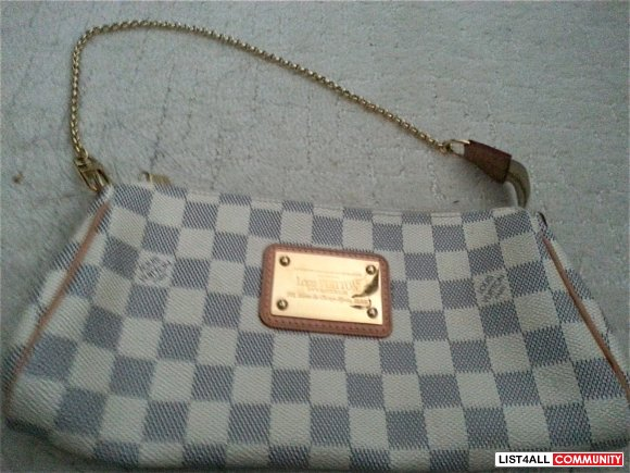 authentic louis vuitton eva clutch (comes with removable strap)