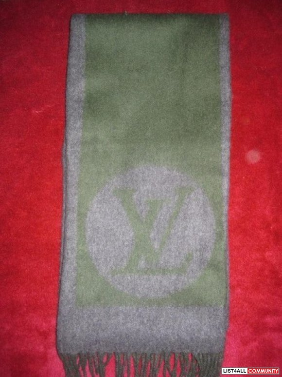 Authentic Louis Vuitton Cardiff Scarf