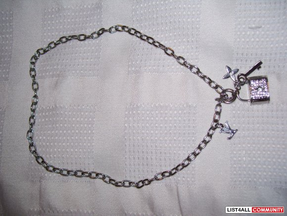 Louis Vuitton Charm Necklace comes w/box