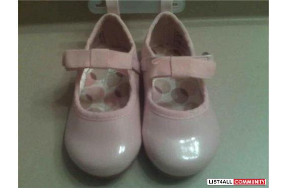 BRAND NEW BABY GIRL SHOES SIZE 4