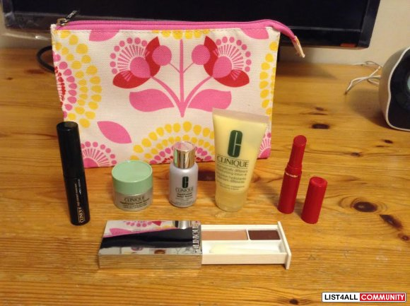 New Clinique gift bag with samples