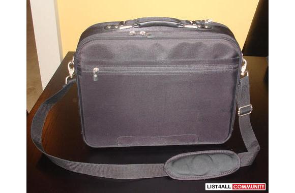 DELL LAPTOP CARRYING CASE IN MINT CONDITION!