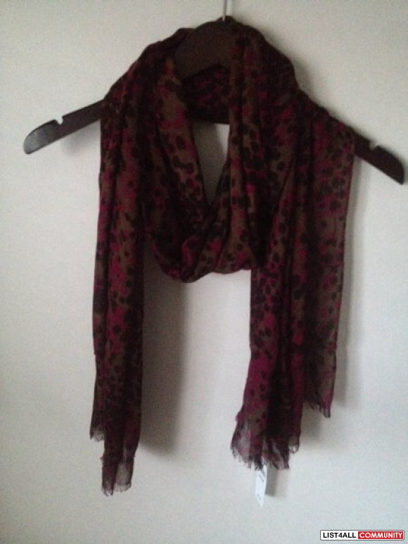 NWT BANANA REPUBLIC SCARF