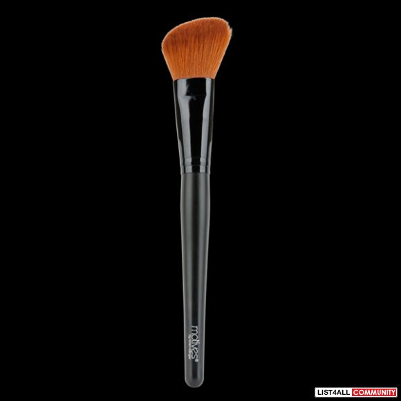 Motives Cheek Contour Brush